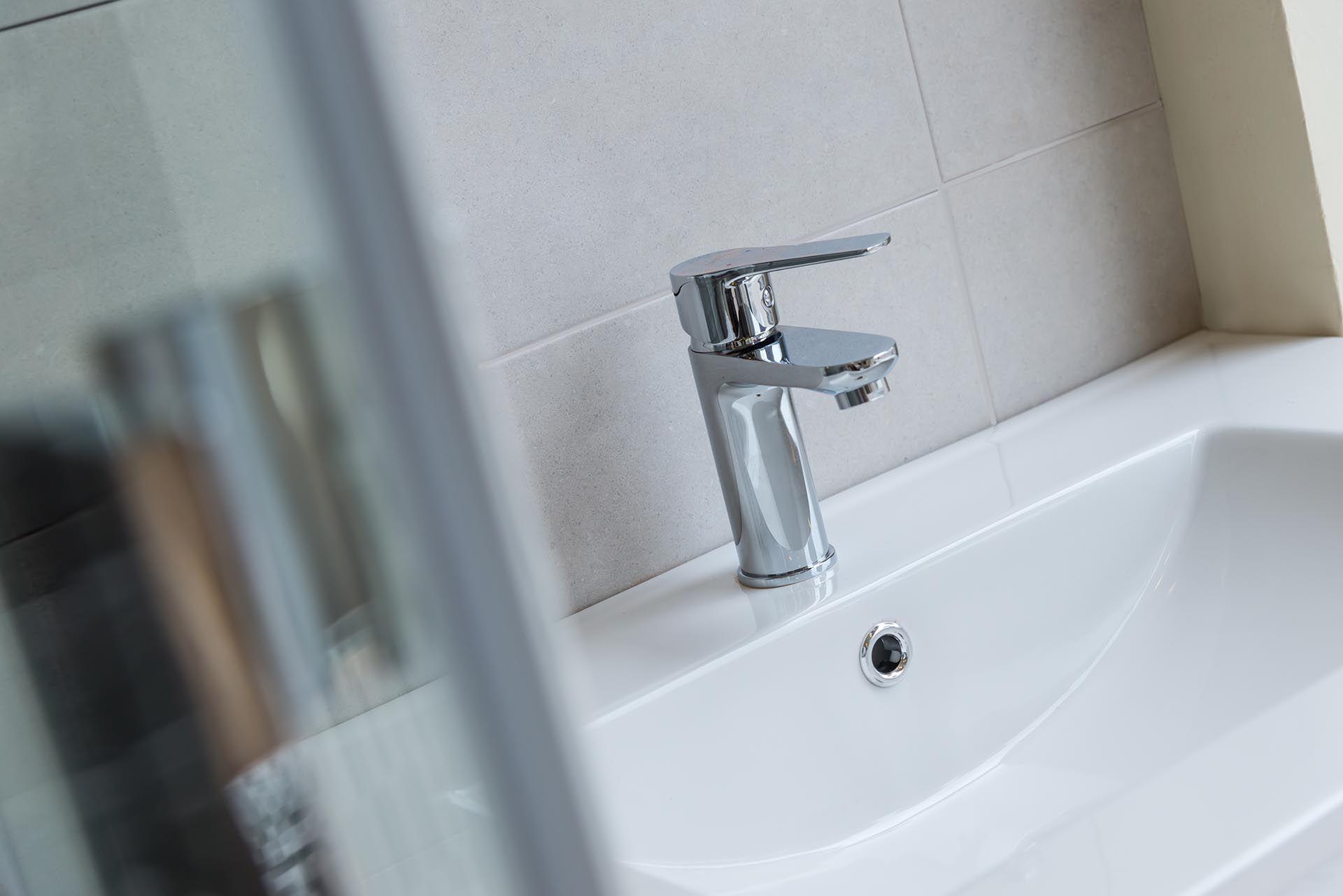 Venta e instalación de mobiliario para baños